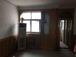 出售繁华地段.精装家具.优质房源.送小平房