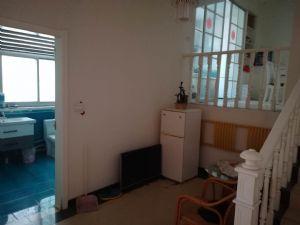 新装婚房,一楼带前后院,两个车库,各种电器一应俱,拎包即住。