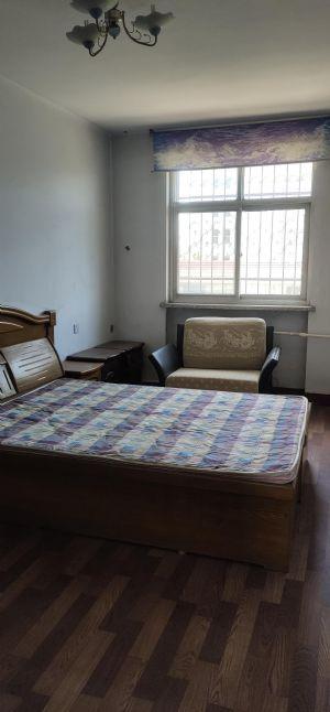 四室朝阳,超大客厅,小公摊,学区房,交通便利